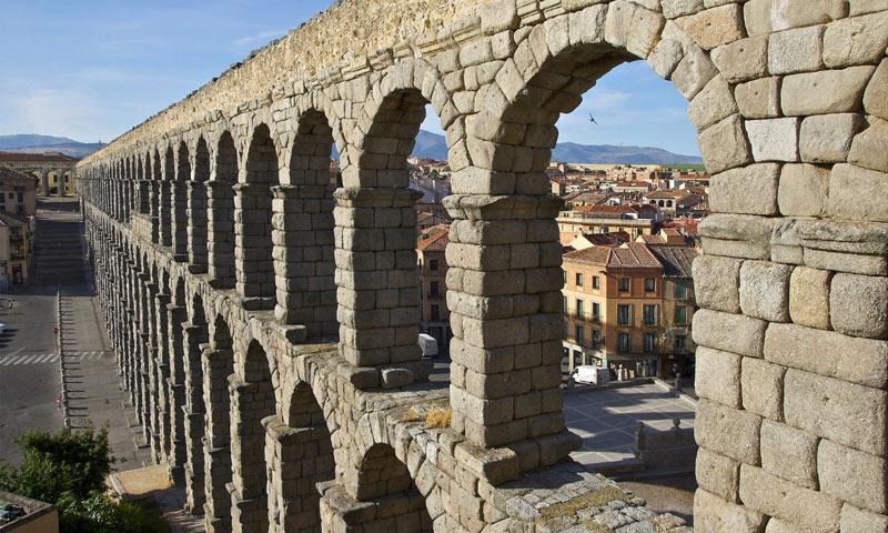 Visit the aqueduct