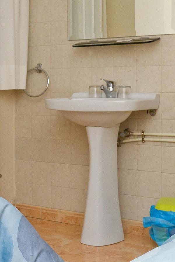 habitación individual con lavabo